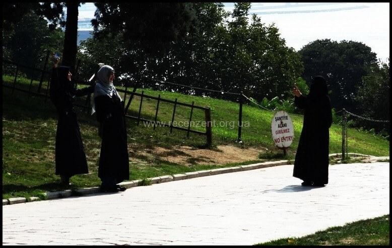 Ислам в Стамбуле - девушки в хеджабе