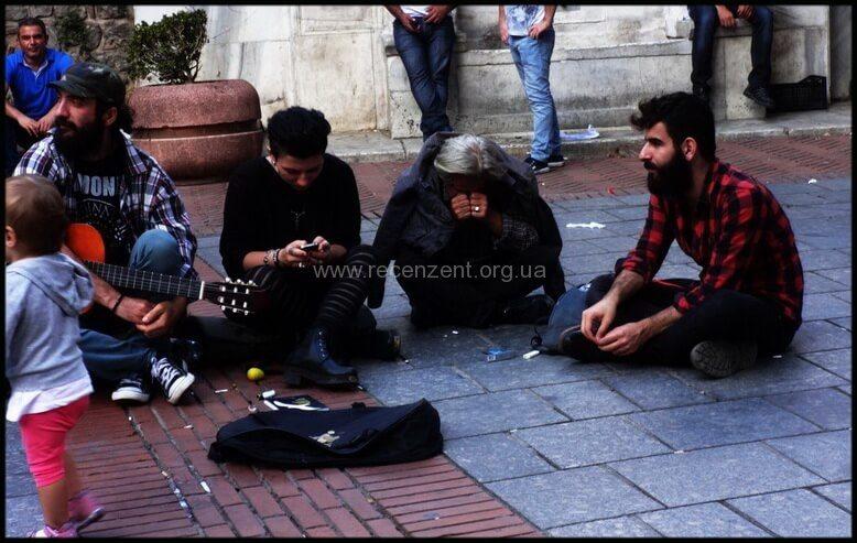Люди разных национальностей в Стамбуле