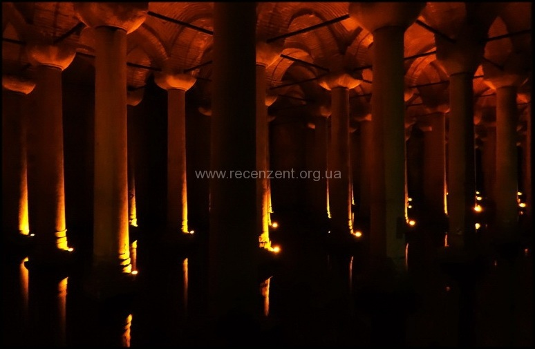Внутри Цистерны Базилики (Yerebatan Sarnici)