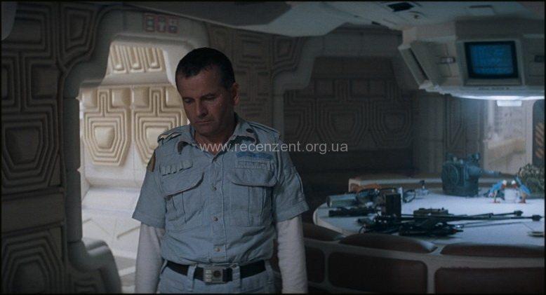Иэн Холм в роли андроида Эша