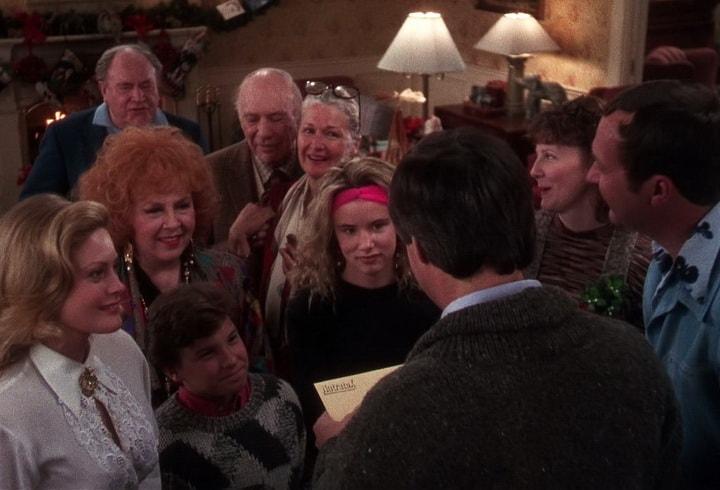 Кларк Гризволд (Чеви Чейз) в предвкушении праздничной премии