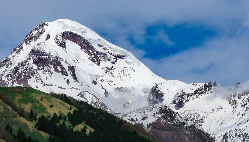 Гора Казбек высотой 5033 метра
