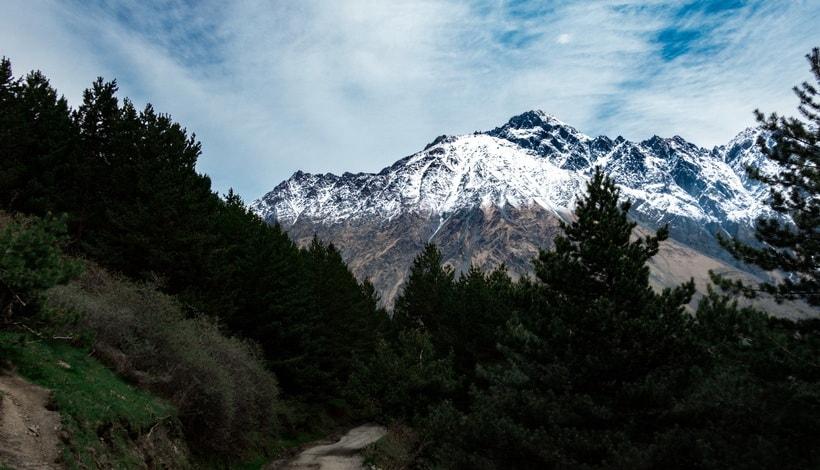 Горная прогулка по серпантину к храму Гергети