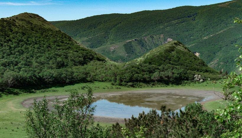 Достопримечательности Грузии - горное озеро возле Мцхеты