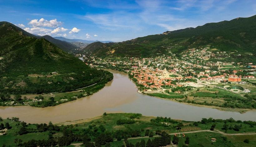 Город Мцхета с высоты монастыря Джвари Грузия