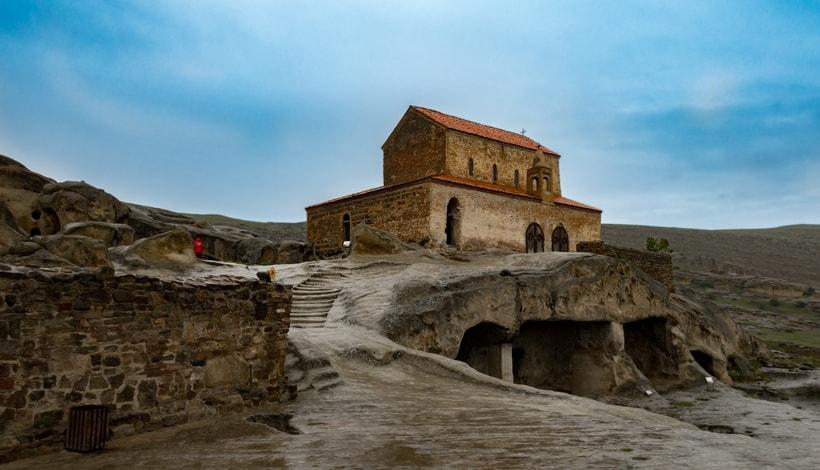 Монастырь в древнем скальном городе