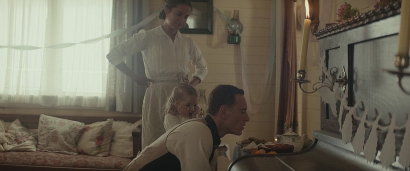 Light between oceans characters: Tom and Isabel