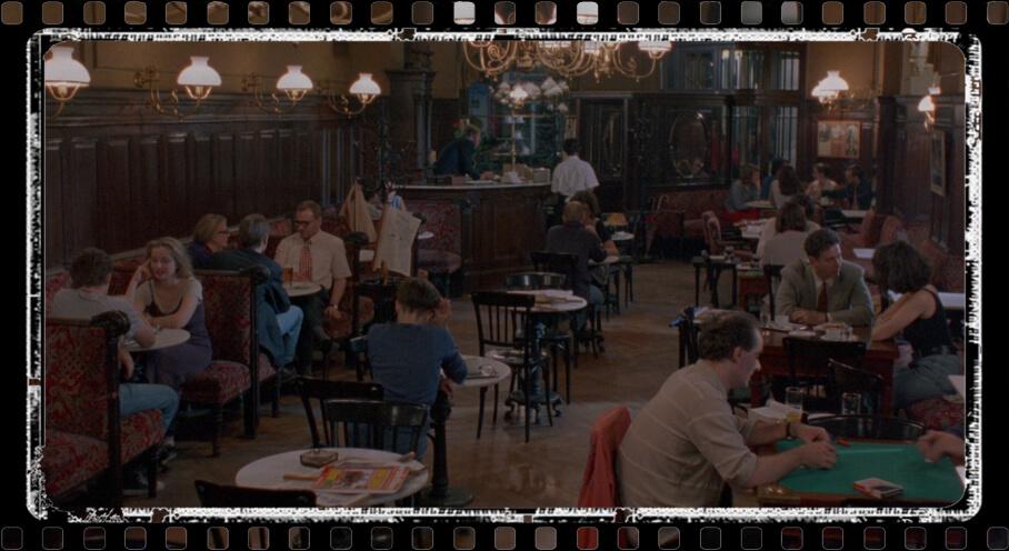 SPERL CAFÉ – PHONE SCENE