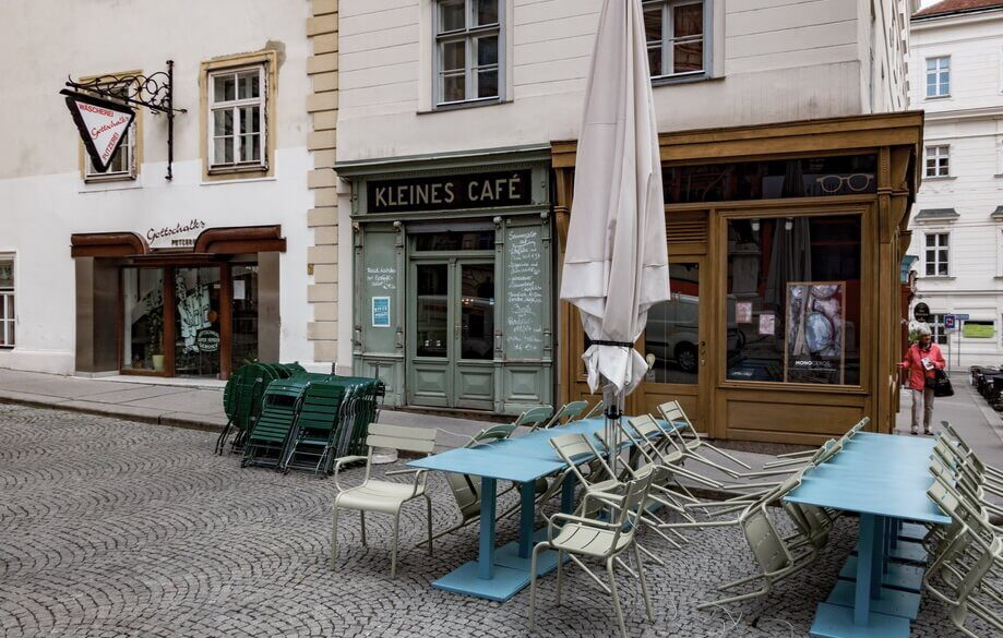 KLEINES CAFE in the very heart of Vienna streets