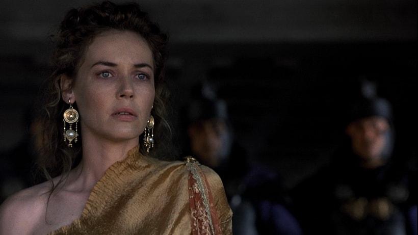 Конни Нильсен в образе сестры императора Люциллы