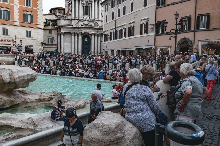 TREVI FOUNTAIN. Roman holiday filming locations