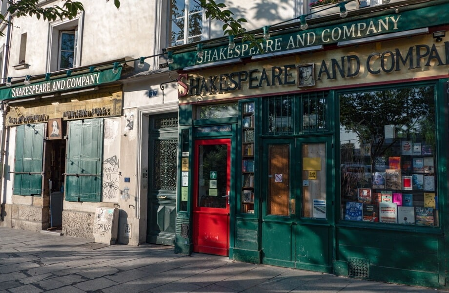 'SHAKESPEARE AND COMPANY' Paris