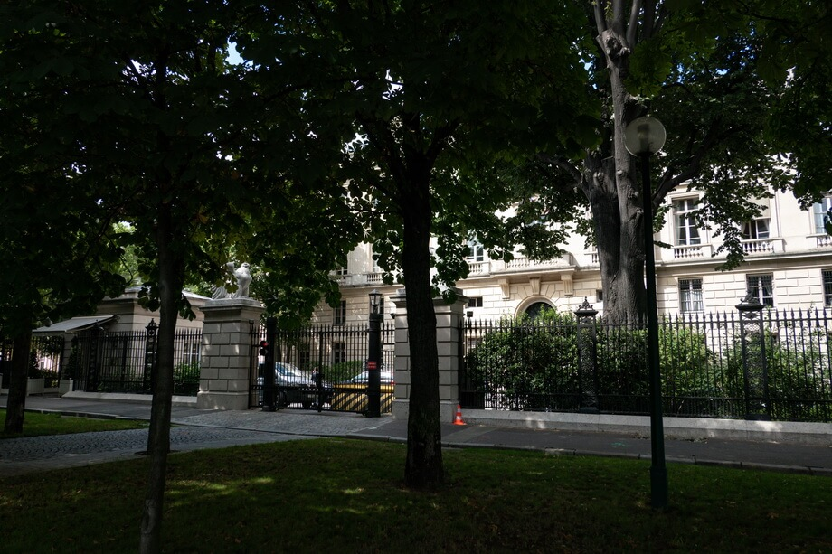 THE AMERICAN EMBASSY is Paris