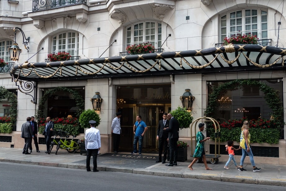 Midnight in Paris hotel location 'Hotel Le Bristol'