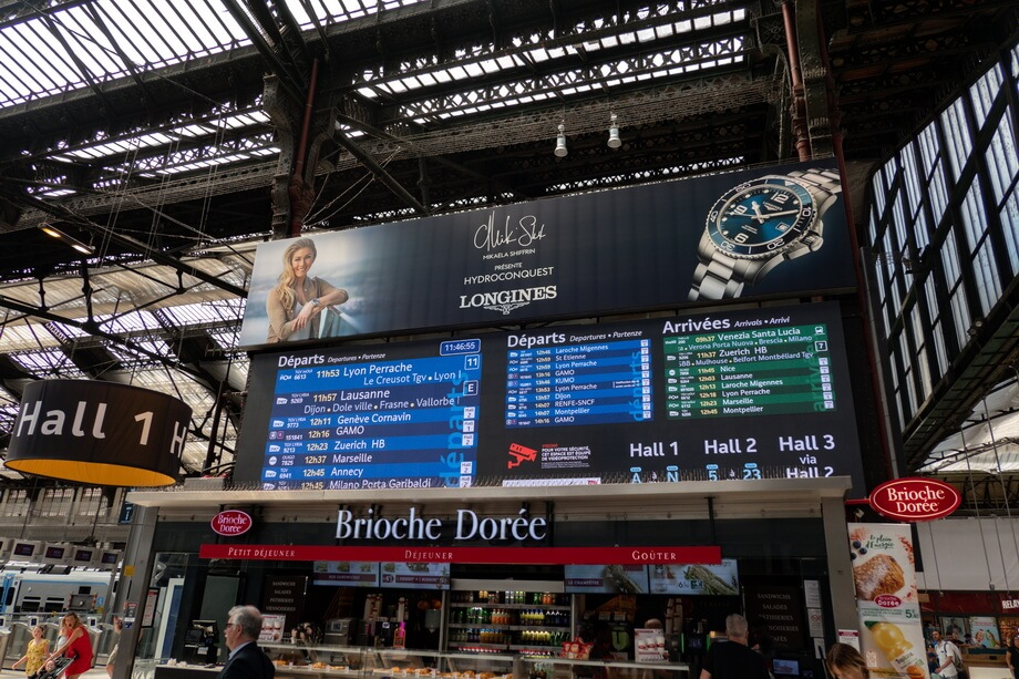 THe timetables at GARE DE LYON: Where was the tourist movie filmed
